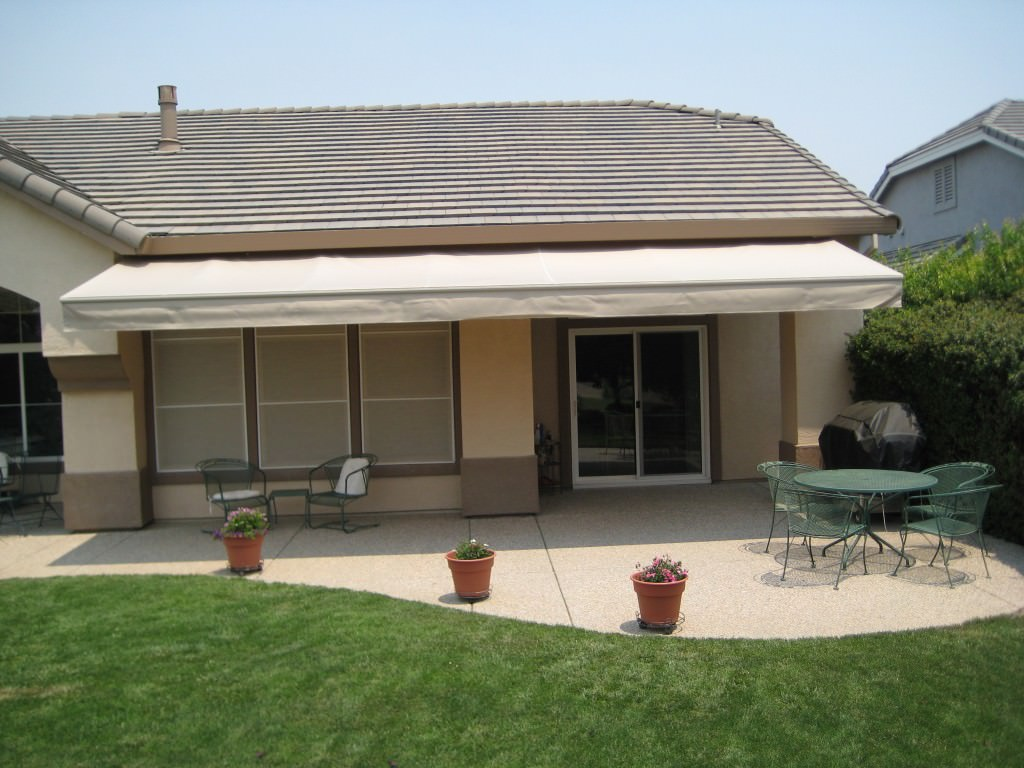Patio awnings screens 4 less for Balcony awning